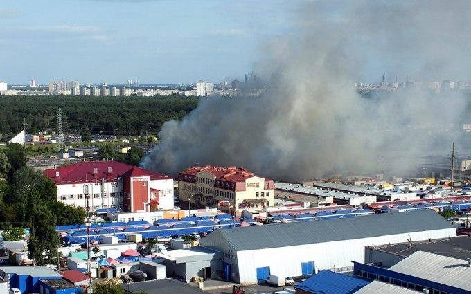 У Києві загорівся великий ринок: з'явилися фото і відео