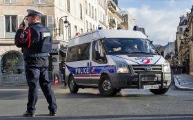Вблизи Парижа авто протаранило террасу пиццерии: погиб ребенок, есть раненые