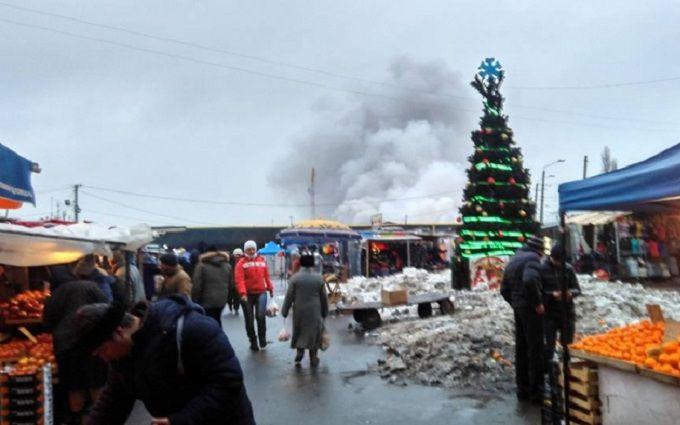 Вцентре Одессы полыхает известный «Привоз»