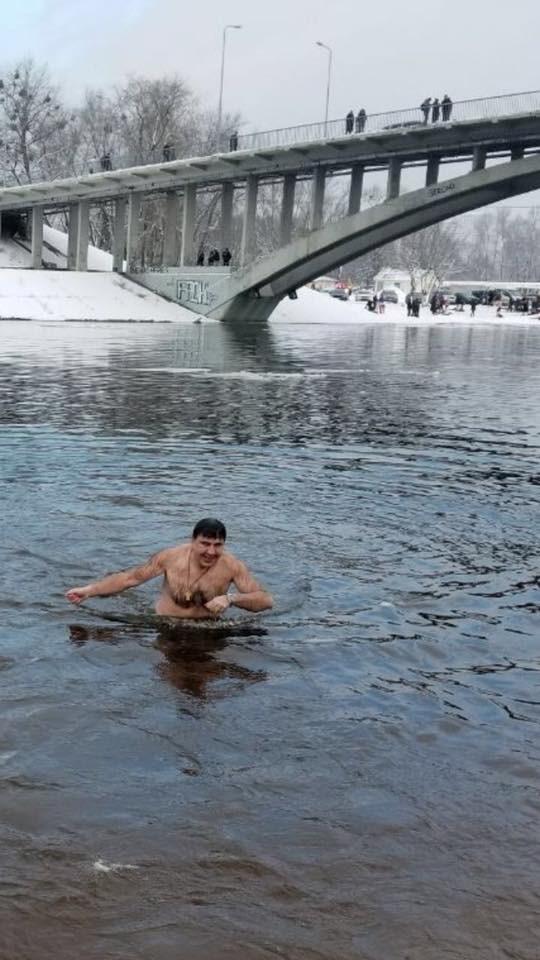 Крещение-2018: сеть обсуждает купание украинских политиков в проруби (4)