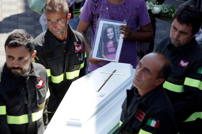 Землетрус в Італії: мережу вразила історія про порятунок дитини сестрою (1)