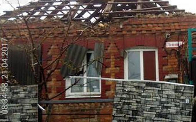 Противник бив по Мар'їнці з танку та мінометів: у штабі показали фото наслідків