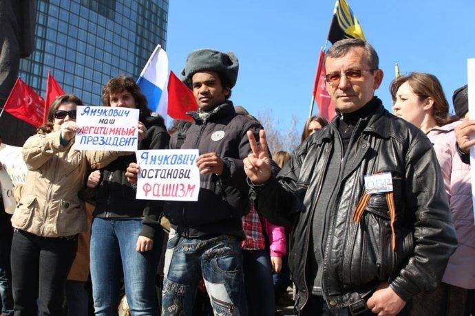 Очевидець згадав про безумців і нацистів, які почали війну в Донецьку: опубліковані фото і відео (4)
