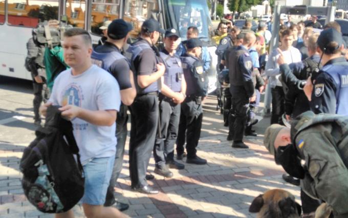Як поліцію вчили боротись із радикалами: унікальне відео з ЛГБТ-маршу у Києві