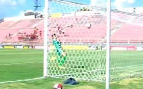 В Бразилии футболист забил сумасшедший автогол: опубликовано видео