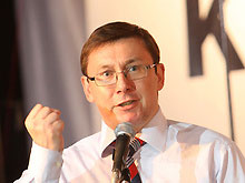 Медведько просит Тимошенко отозвать Луценко из командировки