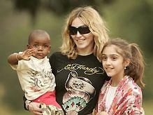 Мадонна получила права на усыновление мальчика из Малави