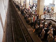 Второй за день человек упал на рельсы московского метро