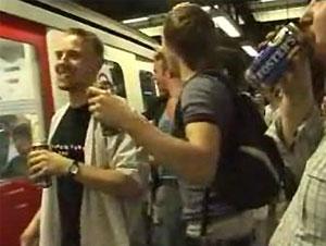 Запрет на распитие алкоголя в метро лондонцы отметили большой вечеринкой