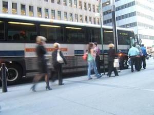 Цены на бензин вынуждают американцев пользоваться общественным транспортом