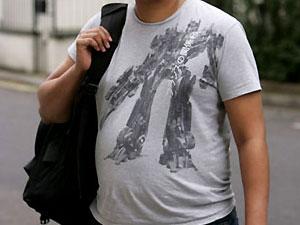 "Пассажиру ""Хитроу"" пригрозили арестом за футболку с ""Трансформером"""