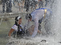 Киевские студенты проведут акцию: Нет воды в кране - моюсь на Майдане!