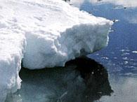 Антарктический лед двигается скачками, вызывая землетрясения - ученые