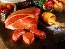 Овощи и фрукты в Украине дешевеют, а мясо и не собирается