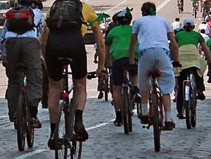 На Оболони милиционеры пересели на велосипеды