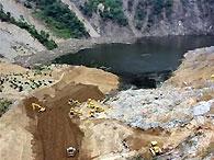 Вода в угрожающей городу Бэйчуань запруде поднялась до критического уровня