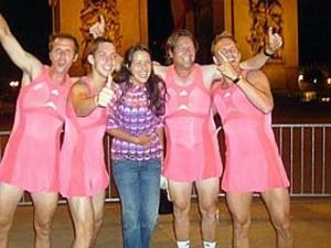 Команда Иванович совершила пробег в женских платьях по Парижу