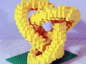 Суд разрешил родителям назвать сына в честь конструктора Lego