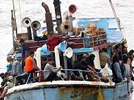 В Средиземном море затонула лодка со 150 нелегалами