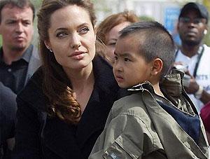 Анджелина Джоли усыновит еще одного малыша