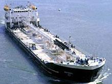 Из затонувшего в Керченском проливе танкера вытекают нефтепродукты