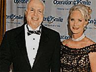 Джон Маккейн бросил жену-инвалида