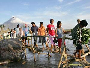 На Филиппинах 18 человек погибли из-за мощного тайфуна