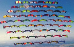 Одновременный прыжок совершили 75 парашютистов