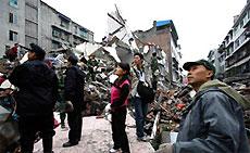 Число жертв землетрясения в Китае возросло почти до 15 тысяч человек