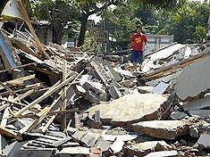 После землетрясения в Китае из-под завалов извлекли 360 школьников