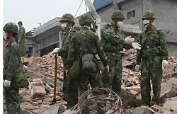 Спасатели извлекли из-под завалов в Китае двух живых женщин