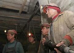 Госгорпромнадзор: спасателям осталось пройти 116 метров завалов для поиска 7 шахтеров