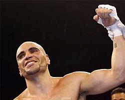 С чемпиона мира по боксу сняли штаны перед боем