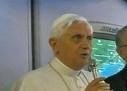 Бенедикт XVI отслужил мессу на бейсбольном стадионе