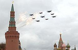 Над центром Москвы пролетели бомбардировщики и истребители