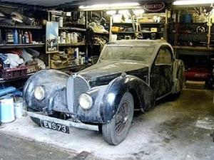В гараже британского военного врача нашли раритетный спорткар Bugatti
