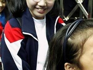 Китайская девочка смеется 12 лет без перерыва