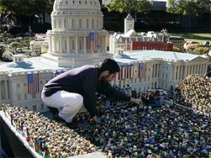 В Калифорнии организовали игрушечную инаугурацию Обамы