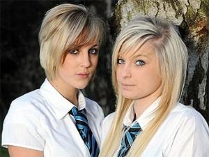 Двух британских блондинок выгнали из школы за цвет волос