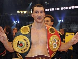 Кличко приостановил переговоры о бое с британским боксером