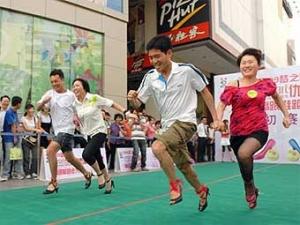 В Китае прошли соревнования по бегу на каблуках