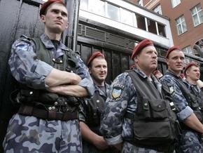 """""""Беркут"""" захватил мужчину, угрожавшего поджечь себя в центре Киева"""