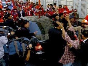 Демонстранты ранили премьер-министра Таиланда