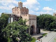 В Киеве возле Золотых ворот горит дом