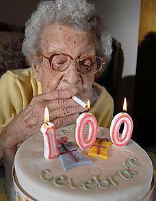 Старушка отметила свой 100-летний юбилей, выкурив сто семидесятитысячную сигарету