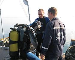 Водолазы МЧС проверяют акваторию крымских пляжей