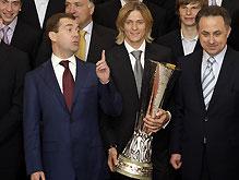 Тимощук везет Кубок УЕФА в Донецк