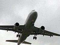 14-летняя школьница родила в туалете самолета