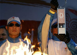 Олимпийский огонь доставлен в Санкт-Петербург