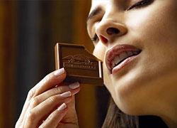 Почти половина женщин готовы сообщить пароль за шоколадку
